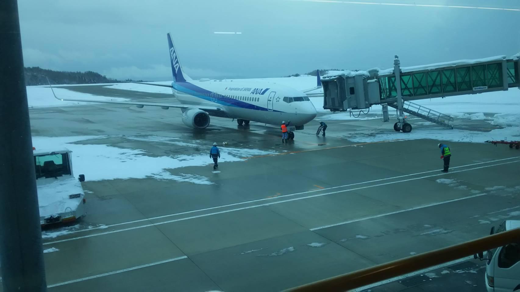 雪の能登空港